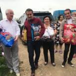 Одинцовские волонтеры привезли мешки с кормом в приют для животных «Гав»