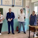 Солнечногорские партийцы проверяют школы на готовность к новому учебному году