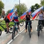 Жители Южного округа приняли участие в велопробеге ко Дню флага России