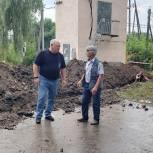Секретарь луховицкого партотделения Владимир Гинсберг проверил ход замены теплосетей в поселке Фруктовая