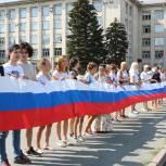 На Южном Урале проходят акции в честь Дня флага