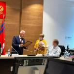 В Волгограде заместитель руководителя фракции «Единая Россия» Наталья Семёнова получила награду