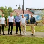 Завершаются работы по благоустройству нового сквера в поселке Локомотивный