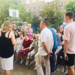 Сергей Овчинников провел встречу по вопросам ЖКХ с жителями дома №9 по ул. Воровского