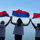В Магаданской области  прошли акции ко Дню флага России