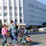 С 1 сентября родители детей до 8 лет будут получать выплаты по больничным в размере 100% от зарплаты