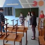 В Мысках единороссы проверили готовность школ к новому учебному году