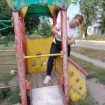Активисты партии в поселке Светлый привели в порядок детскую площадку