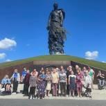 Депутат и волонтёры организовали экскурсионную поездку для пожилых и инвалидов