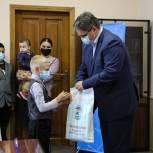 В рамках акции «Собери ребенка в школу» магаданским семьям переданы  школьные принадлежности