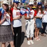 В Башкортостане ко Дню флага провели флешмобы и раздали триколоры