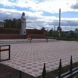 В селе Чураево в Башкортостане территорию вокруг памятника «Скорбящая мать» благоустроили в рамках партпроекта «Городская среда»