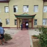 Лаганские единороссы приняли участие в приемке школы