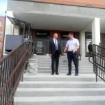 Дмитрий Савельев посетил строящуюся школу в Болотном