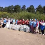 Волонтеры провели экологический субботник на берегу Южноуральского водохранилища