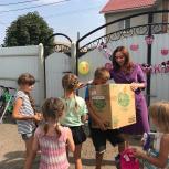 Юлия Литневская поздравила с наступающим учебным годом опекаемую семью из Саратова