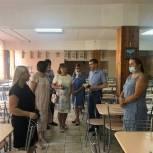 Единороссы проверили готовность школ к новому учебному году в Долгопрудном