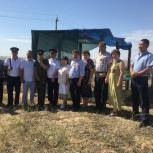 Активисты Сарпинского местного отделения «Единая Россия» встретили башкирскую делегацию, которая приехала почтить память землячки Зайтуны Альбаевой