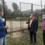 Депутат Максим Потапов оценил ход ремонта в школах Железнодорожного района