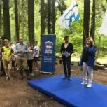 Алла Полякова: Сегодня в Новой Трёхгорке вместе с жителями очистили береговую линию прудов от мусора