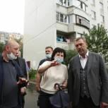 Дмитрий Саблин провел общественную инспекцию работ по благоустройству дворовых территорий в ТиНАО
