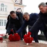 В Нарьян-Маре в День неизвестного солдата состоялся митинг у обелиска Победы