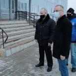 Александр Коган проверил ход инициированного им ремонта в Манушкинской школе
