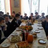 Заур Аскендеров организовал новогодний праздник для детей из Буйнакского района