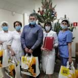 Николай Бушуев передал врачам «красной зоны» новогодние подарки