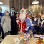 Единороссы Балашихи поздравили с Новым годом семьи, где воспитываются особенные дети