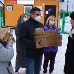 Персонал Псковской инфекционной больницы получил к Новому году свежую выпечку