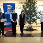 Новогодние елки в «красных зонах» рязанских больниц украсят открытками школьников с лучшими сочинениями о врачах