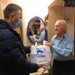 Ветераны получили подарки от депутата к новогоднему столу