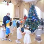Виктор Заварзин в Орске: поздравил малышей из Детского дома и врачей горбольницы