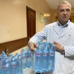 В Балашихе волонтеры передали питьевую воду в четыре ковид-центра
