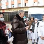 Депутаты-единороссы поздравили медиков с Новым годом