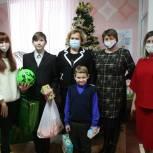 Вера Назарова вручила ученикам ступинской школы-интерната подарки к Новому году