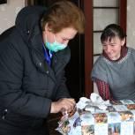 Ольга Окунева передала подарки с «Ёлки желаний» смоленским детям