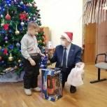 Андрей Голубев помог Деду Морозу исполнить мечту мальчика на «Елке желаний»