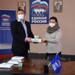 Владимир Рожков передал сасовским врачам пульсоксиметры и средства индивидуальной защиты
