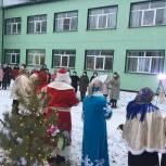 Активисты местных отделений дарят медикам новогоднее настроение