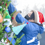 Волонтеры «Единой России» установили новогодние елки для врачей и пациентов ковидных госпиталей