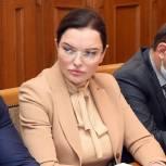 Зумруд Бучаева: «Медики, работающие в «красной зоне» в праздничные дни, заслуживают дополнительной поддержки от государства»