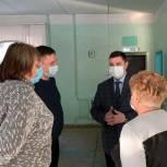 Ковалев ознакомился с организацией обеспечения детей горячим питанием в школе Волжского района
