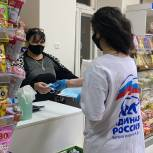 Единороссы раздали медицинские маски жителям Махачкалы