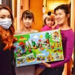 У четырехлетней Наили из Тюмени исполнилась мечта о большом наборе «Лего»