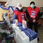 Елки в ковид - госпиталях, подарки семьям медиков и ветеранам — добровольцы организуют праздник для тех, кому нужна поддержка