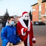 Орехово-Зуевские партийцы раздали жителям города мандарины и маски