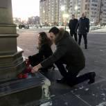 Депутаты возложили цветы в память о Героях Отечества