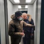 Жители вместе с депутатом добились замены лифта в подъезде